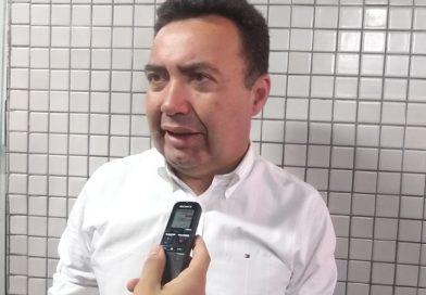 Juiz obriga prefeito de Canindé a pagar salários